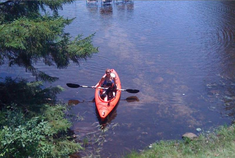 Or you can paddle right up to the shoreline. Nice shallow area, for the kids.
