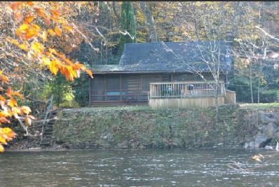 Directly riverside, fish from your private hot tub !