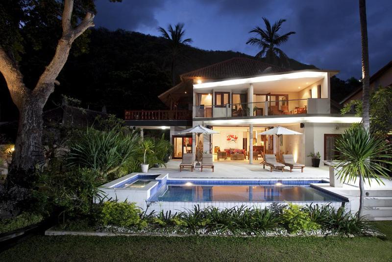 Villa Pantai Bali in de schemering