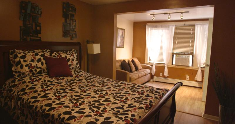 10 Mins to NYC, Walk to PATH train-Sleeps 6, aluguéis de temporada em Jersey City