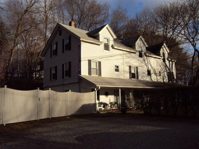 Gartner House, a charming home in Lenox, holiday rental in Lanesboro