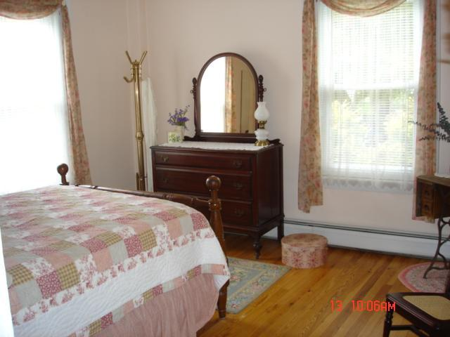 Segundo piso, cama doble, The Rose Room