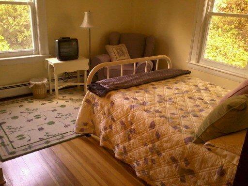 Segundo piso, cama doble, la sala de violeta
