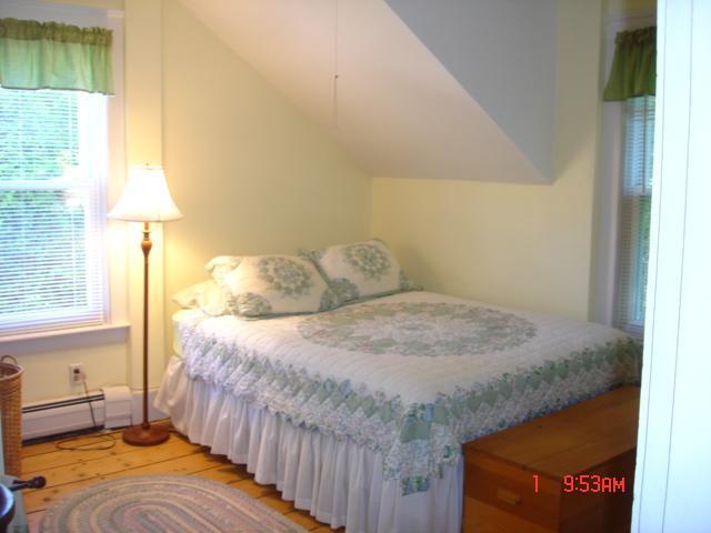 Tercer piso, cama tamaño Queen, The Yellow Room