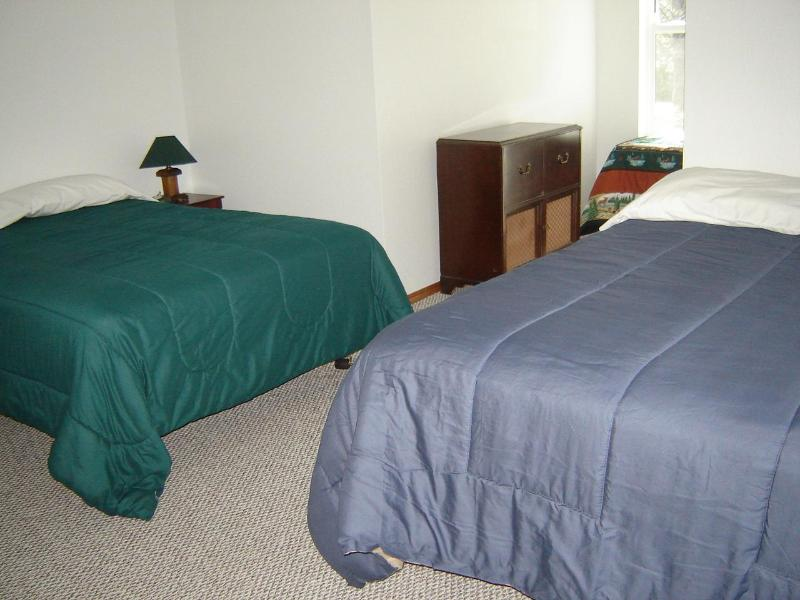 Same bedroom with 2 double beds
