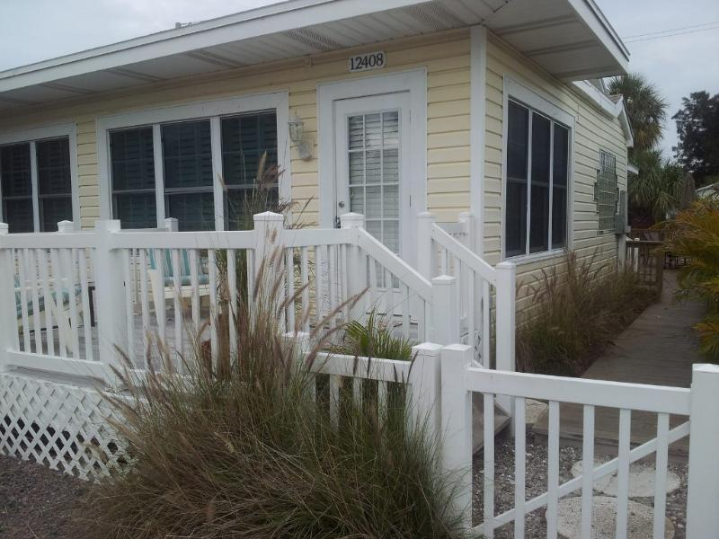 3 bedroom, 2 bath home, just steps to the beach, holiday rental in Treasure Island