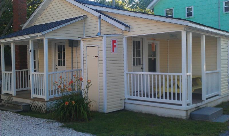 Gecko Cottage #24-2 private entrances