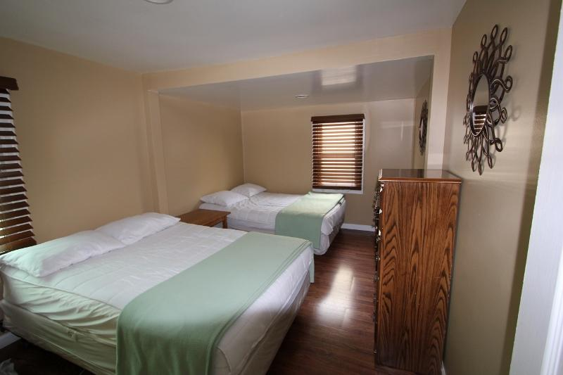 Gecko Island #24: Bedroom 1 with 2 double beds