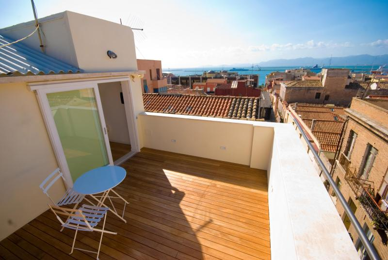 Luxury Penthouse with View on the Sea, holiday rental in Isili