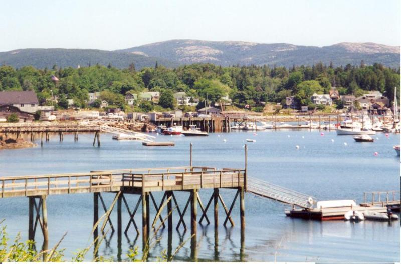 Een klassieke weergave van Southwest Harbor, typisch van het gebied.