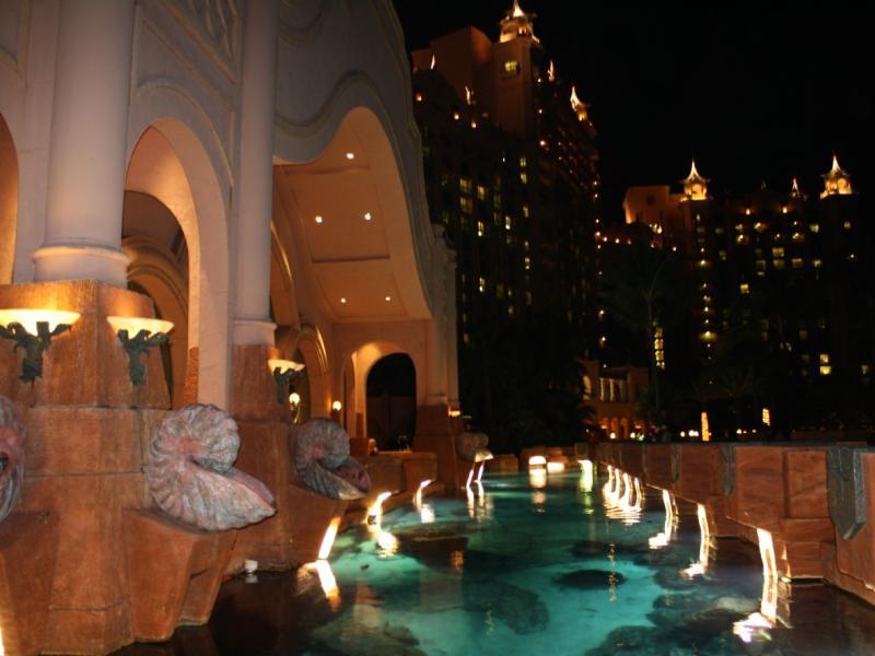Atlantis en la noche