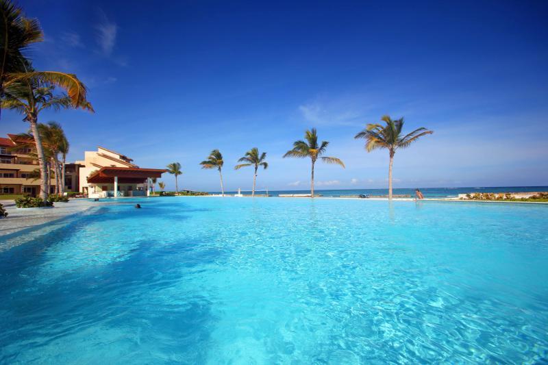 Sotogrande pool and beach