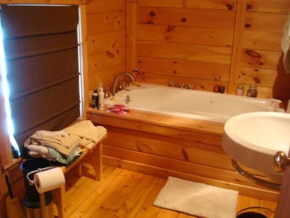 Jacuzzi Tub 2nd floor bathroom