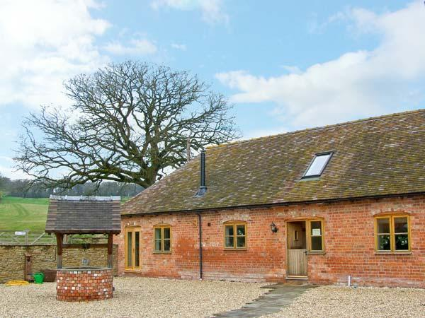 THE MILKING PARLOUR, pet friendly, luxury holiday cottage, with a garden in, holiday rental in Diddlebury