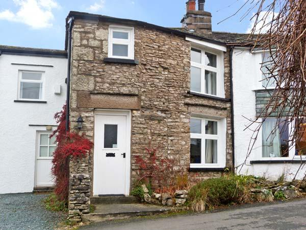 THE ORCHARD, family friendly, character holiday cottage, with a garden in, holiday rental in Hincaster