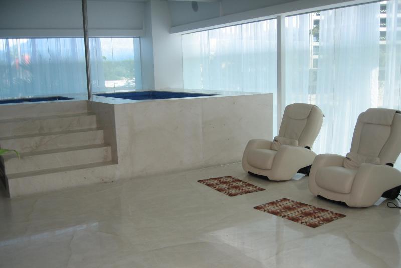 Un spa de luxe vous attend dans le recouvrement de luxe.