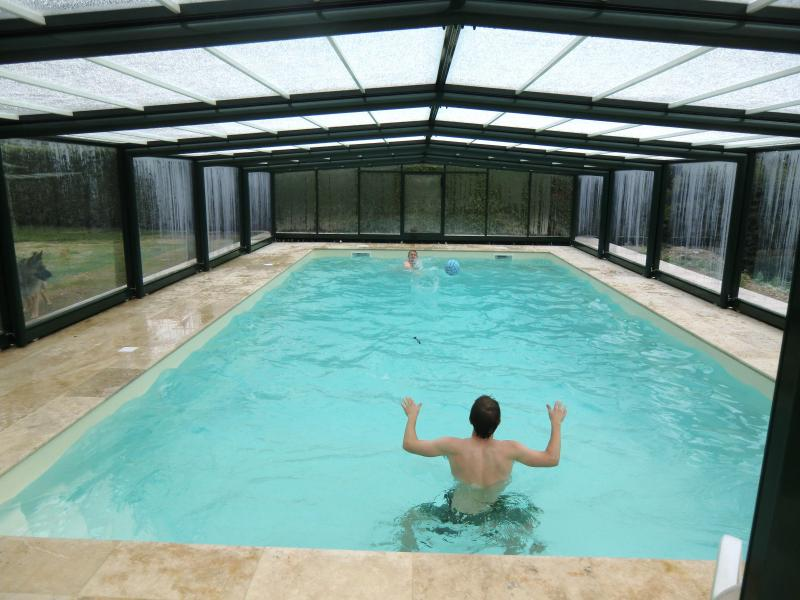 Swiming pool with telescopic cover