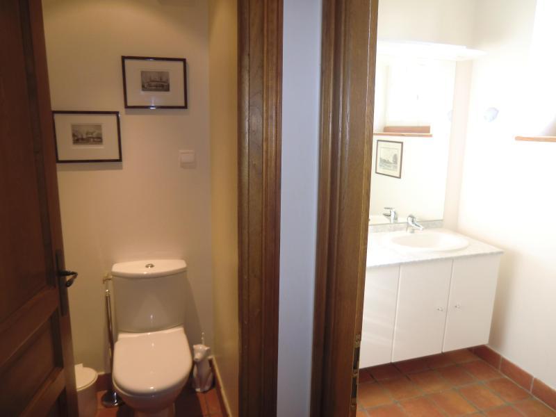 Same bathroom with toilet groundfloor