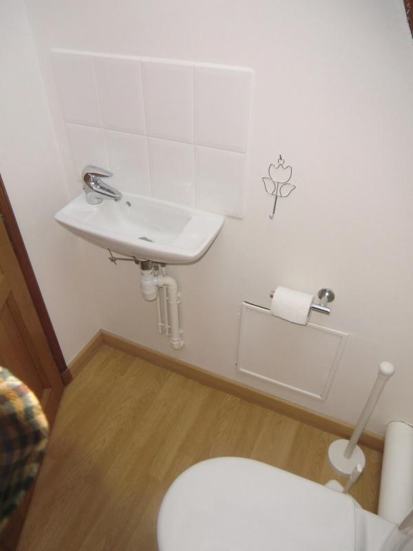 2nd floor  second toilet