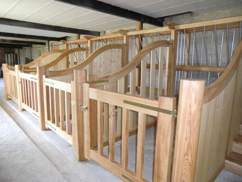 Horse stables / boxes adaptable to a space of 12m2  each / stairs, access to saddlery