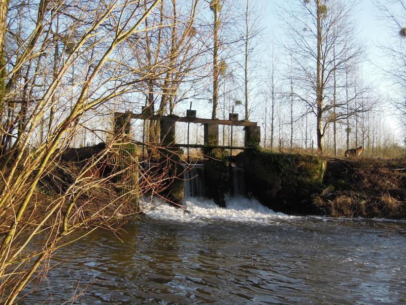 The valley of the river Aisne: lock in the Aisne where the river is most narrow