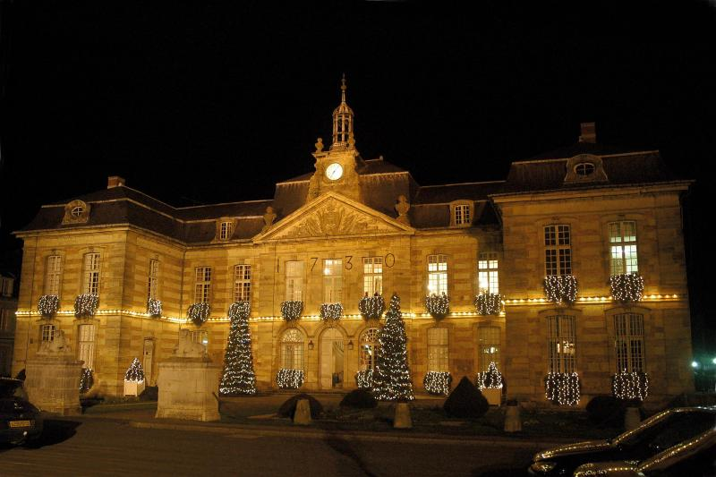 The palatial 18th century townhall of nearby Sainte Menhould, where you may do your daily shopping