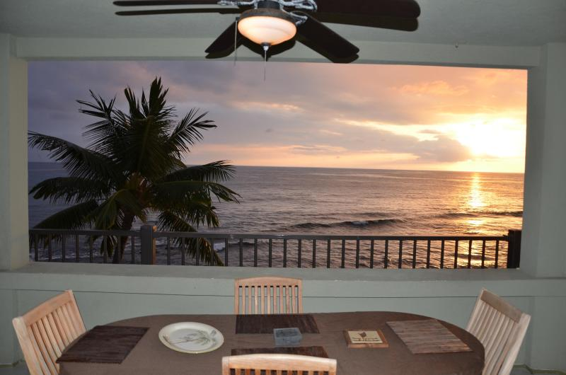 306-AirCon. Upgraded Corner Unit w/Expansive Ocean Views and Extra Large Lanai., vacation rental in Island of Hawaii