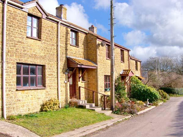 PLEASANT COTTAGE, pet friendly, country holiday cottage, with a garden in, vacation rental in Hooke