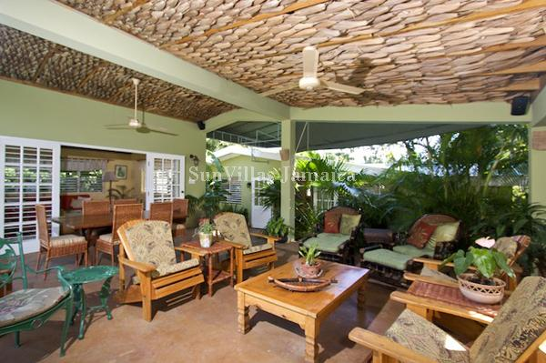 Linga-Awile - Discovery Bay 3 Bedrooms, vacation rental in Discovery Bay