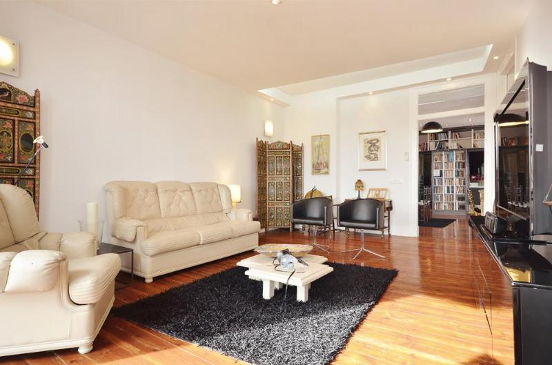 Luxury, spacious, bright flat with stunning views, vacation rental in Lisbon