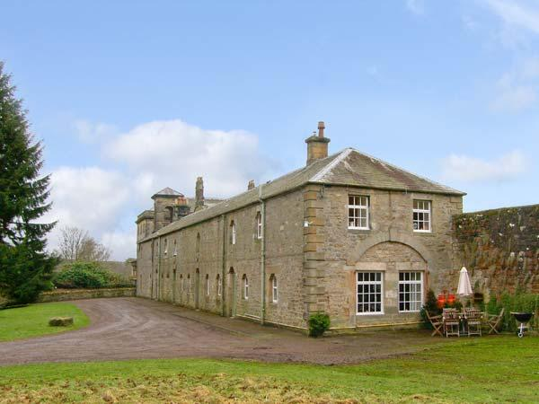 REIVER'S REST, pet friendly, character holiday cottage, with a garden in, holiday rental in Tarset
