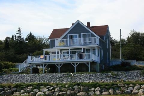 Beechmont House in located in the small fishing village of Lockeport. Its a short walk to the beach and the town market.