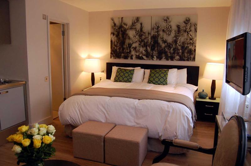 Large bed (185cm width 190cm length/6 ft 1 x 6 ft 3)