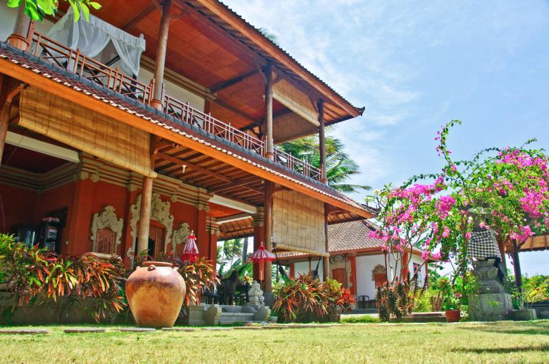 Mainhouse and Garden suite Villa Sinar Cinta