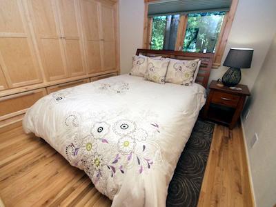 Fairway Woods, Queen Bed, Wine Country Getaway, Kayaking