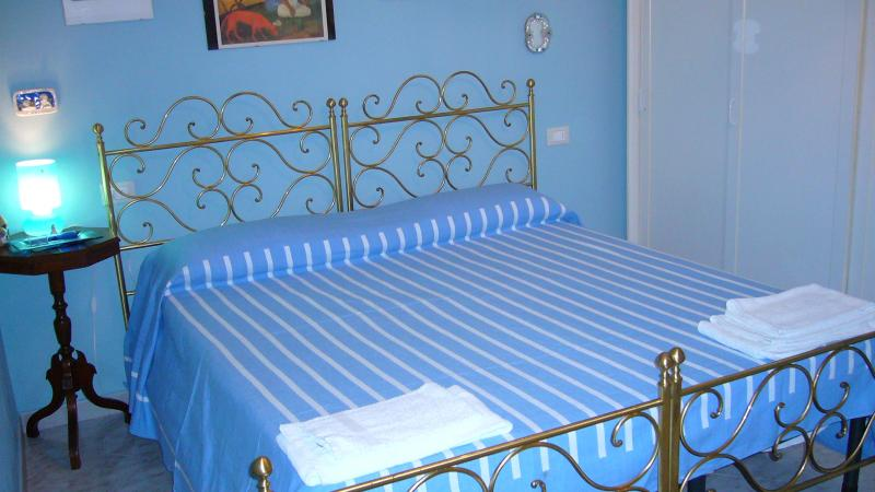 bedroom with double or twin beds