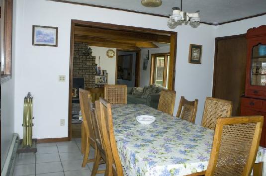 Kitchen area seats 12 with kitchen bar