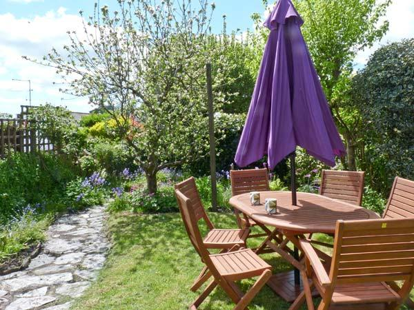 5 BODMIN HILL, pet friendly, character holiday cottage, with a garden in, holiday rental in Lanivet