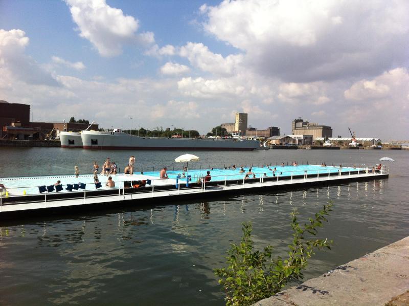 Bathboat, flottant piscine à votre porte