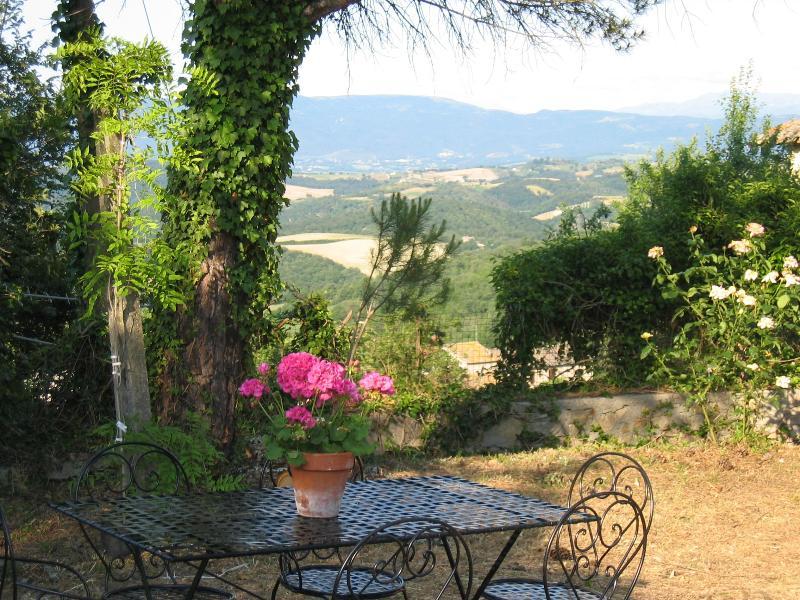 Beautiful villa in Umbrian Countryside, Ferienwohnung in Romazzano
