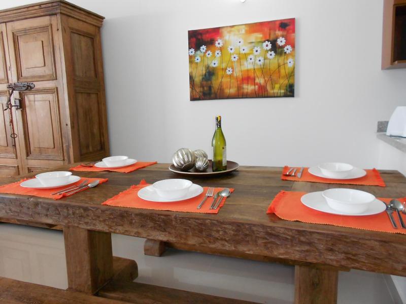 Traditionele houten eettafel