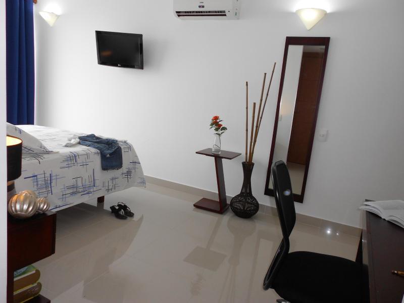 Master slaapkamer (Bureau, spiegel)