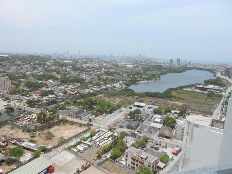 Uitzicht vanaf de flat naar de Cabrero lake