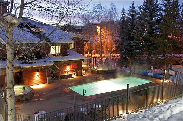 Heated Pool & 2 Large Hot Tubs - Open Winter & Summer.