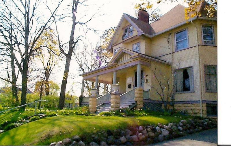 Scarlett House Victorian Bed & Breakfast, holiday rental in Janesville