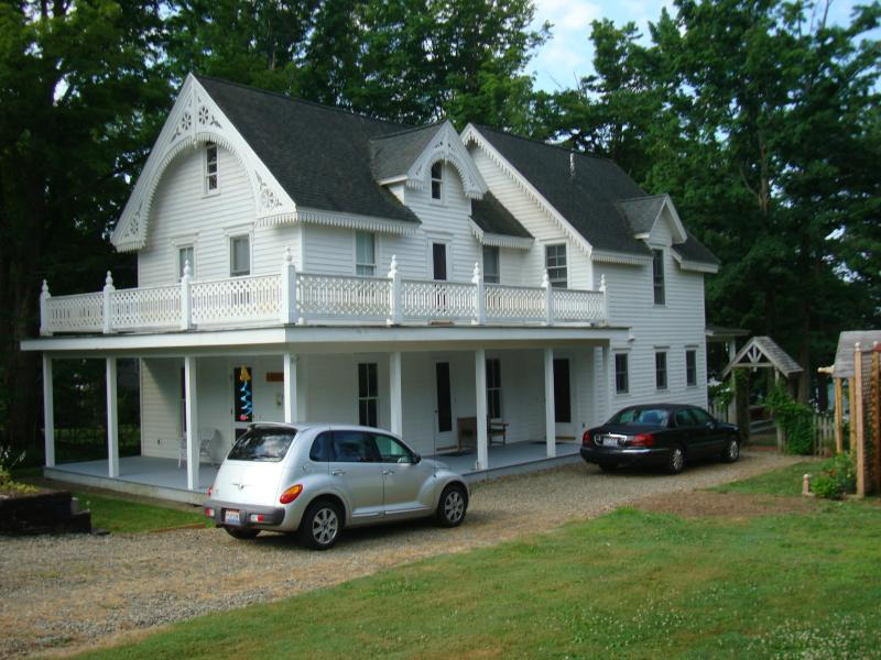 Chautauqua Lake Victorian House, vacation rental in Brocton