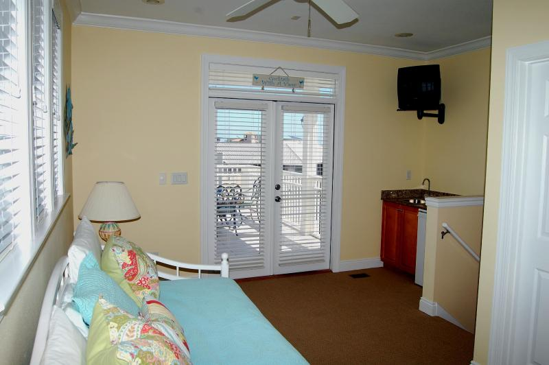 Family Suite - Day bed and trundle (two twin beds) with TV and full bathroom