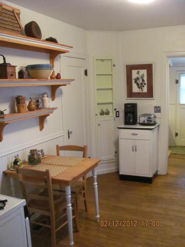 kitchen table, gas range