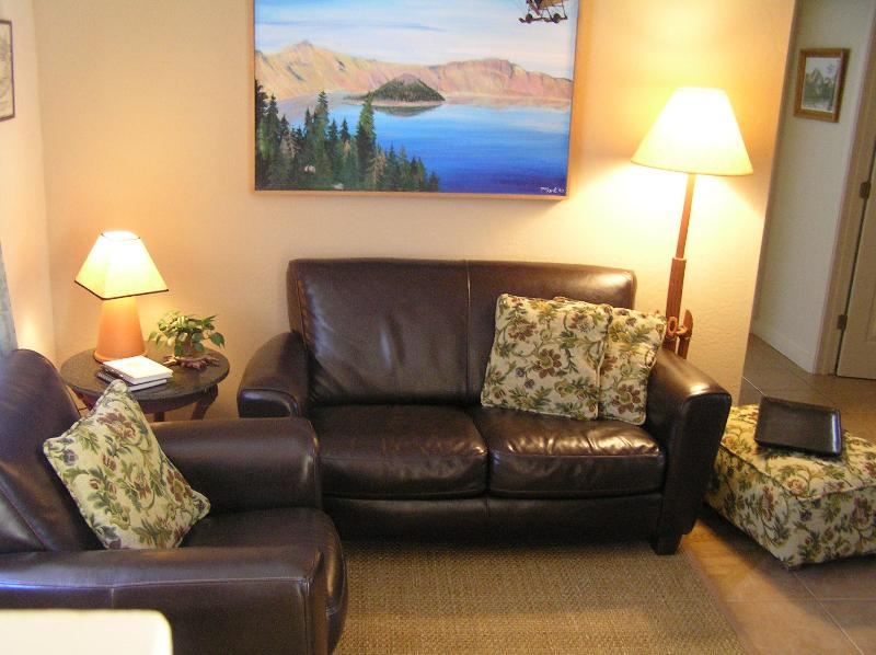 The Terra Cottage Inn a beautiful Luxury Apartment, holiday rental in Ashland