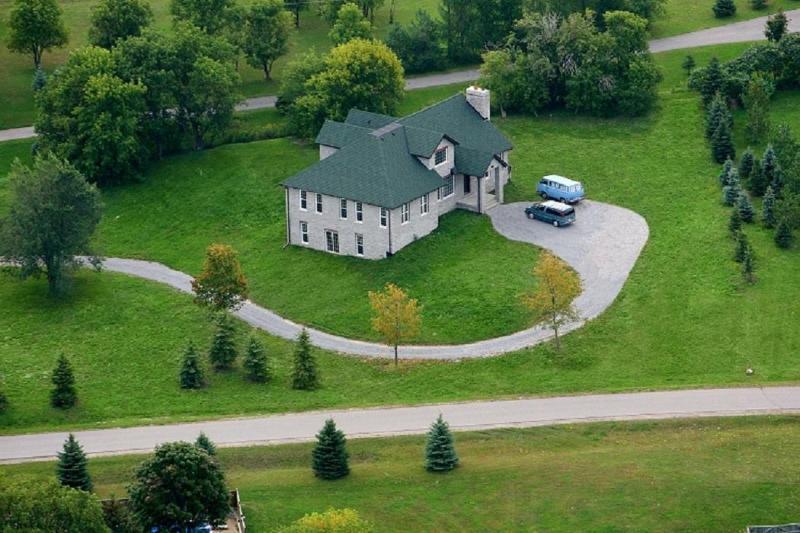 Atemberaubende Luftbild von der charmanten englischen Stil-Stein nach Hause.